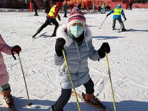 名都滑雪场旅游景点图片